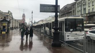 В центре Петербурга началась массовая высадка пассажиров из автобусов