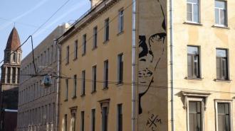 Граффити с Даниилом Хармсом на улице Маяковского требуют устранить через суд