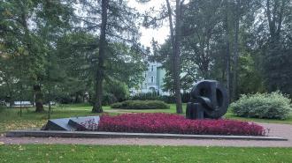 Вишневский просит прокурора разобраться с осквернением памятника в Пушкине