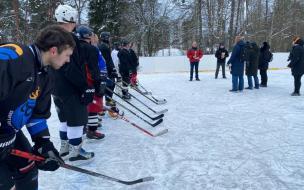 Глава Выборгского района наградил победителей товарищеского турнира по хоккею