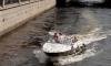 В Петербурге катер врезался в мост, двое пострадало, капитана, возможно, смыло за борт