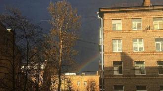 Фото: петербуржцы засняли радугу в разных районах города