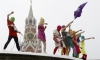 Феминистки Pussy Riot выступили у Кремля со скандальной песней про Путина