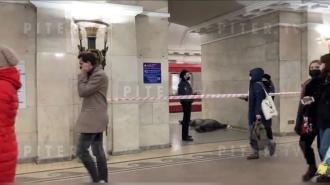 Упавший на пути в петербургском метро мужчина погиб