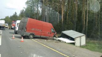 """Из-за аварии на трассе """"Кола"""" пострадали несколько человек и возникла пробка"""