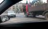 ДТП с грузовиком намертво перекрыло движение на Светлановской площади