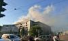 Очевидцы: подростки устроили пожар на крыше дома на набережной Карповки
