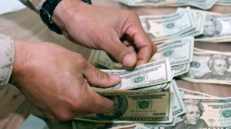 Петербургский чиновник премировал себя за хорошую работу на 171,5 тыс рублей