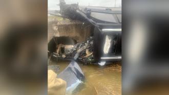 Под Петербургом водитель Porsche погиб после столкновения с бетонным мостом