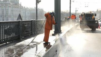"""Комитет по благоустройству рассказал окоммунальщиках, которыесобирают """"невидимый снег"""""""