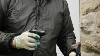 Двое кавказцев в масках ограбили салон сотовой связи на Светлановском проспекте