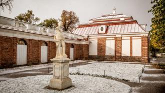 Вход в парки Петергофа и Ораниенбаума закрыли из-за непогоды