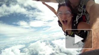Видео с парашютистами, которых чуть не убил самолет, набрало 2 млн просмотров