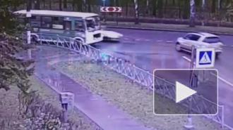 В Павловске отечественная легковушка влетела во внедорожник