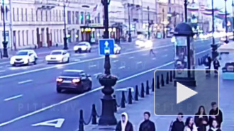 На Невском проспекте женщина попала под машину