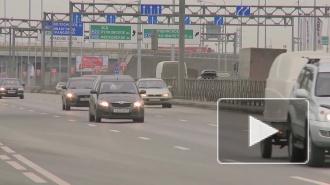"""На улице Рубинштейна возникла пробка из-за автобуса, который застрял между """"театральными"""" грузовиками"""