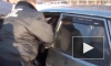 Видео бешеного ВАЗа, который 50 метров тащил напуганного гаишника, появилось в Сети