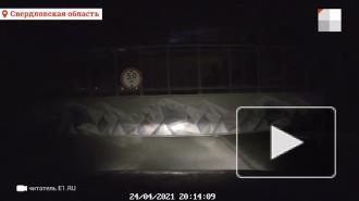В Екатеринбурге в результате ДТП обрушился пешеходный мост