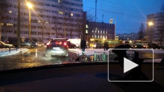 ДТП в Санкт-Петербурге: автобус сбил мужчину на Композиторов, в Ленобласти перевернулся грузовик с солдатами