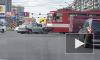 На Просвещения трамвай протаранил иномарку