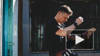"""Актер из """"Бригады"""" Павел Майков раскритиковал парад Победы"""