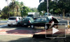 В Бразилии велосипедист голыми руками передвинул машину, мешавшую проезду
