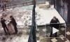 Видео: полицейские задержали наркомана-насильника в одном носке