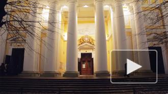 Тысячи фонариков подарили петербуржцам волшебство в день Рождества Христова в Александро-Невской Лавре