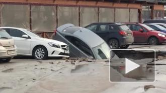 Парковка на Савушкина, на которой три машины провалились в яму, была незаконной