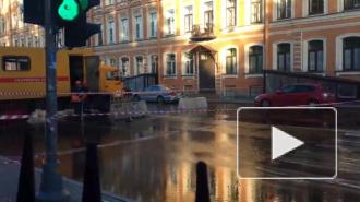 На Бакунина прорвало трубу с холодной водой. Затопило дорогу