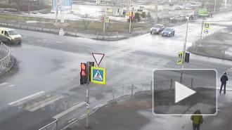 Момент ДТП с инкассаторской машиной на Гражданском проспекте попал на видео