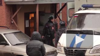 У подсобного рабочего отобрали 300 тысяч рублей и телефон
