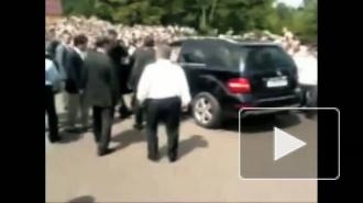 Джип Дмитрия Медведева с толпой столкнули инновации