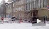 Поехала крыша: В Казани обрушился фронтон авиазавода и закидал кирпичами авто гендиректора
