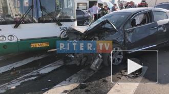 На проспекте Героев пассажирский автобус попал в ДТП