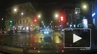 На Смолячкова под колеса автомобиля попала девушка с велосипедом