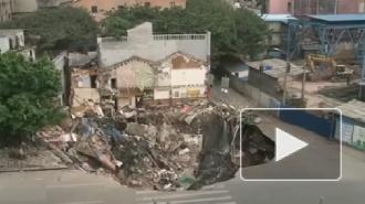 Три жилых дома провалились в метро