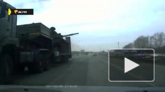 В Новосибирской области музейный танк вспорол прицеп фуры