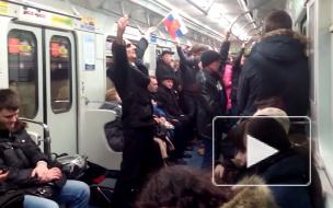 Мим-патриот махал в петербургском метро российским флагом и огурцом