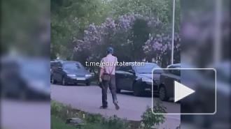 В Набережных Челнах задержали гуляющего с ружьем мужчину