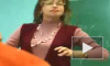 Учительница рассказывает, как надевать презерватив
