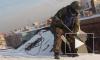 Около 1,2 тысяч кровельщиков будут чистить крыши Петербурга зимой