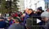 Сергей Цивилев на коленях просил прощения перед собравшимся на митинге кемеровчанами