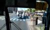 На проспекте Ветеранов подростки-зацеперы бесплатно прокатились на лесенке троллейбуса