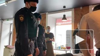 Главу штаба Навального в Петербурге доставили в полицию