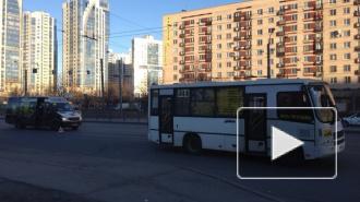 На улице Типанова столкнулись две маршрутки, образовалась пробка