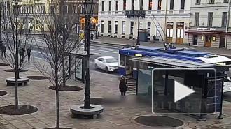 """В ДТП с троллейбусом на Гостином дворе пострадали два человека из легковой """"Киа"""""""