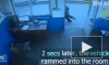 Видео чудесного спасения в Китае: мужчина предупредил коллегу за 2 секунды до трагедии