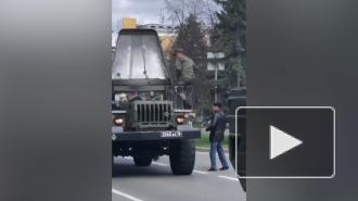 Во время парада в Кемерово загорелся военный грузовик