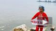 Видео: стилист Сергей Зверев убирает мусор на берегу ...